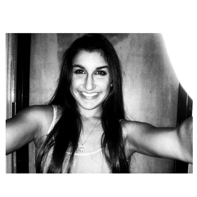 .Hoy se estudia fueRRte. #porquetanfeliz #studytime #smiley #selfie #instanight #instahappy #ok