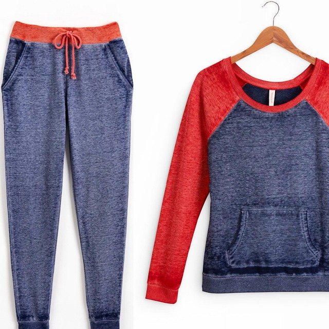 A full set of #comfy clothes. Just what every Tuesday needs. #sweats #spring #musthave #athleisure #fashion #vintage #wash #raglan #colorblock