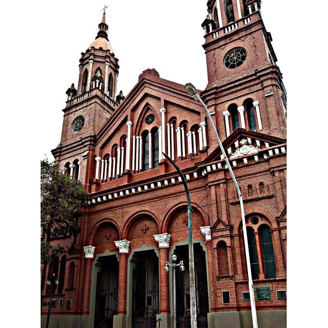 ⛪ #Iglesia #Church [ foto desde el auto ]