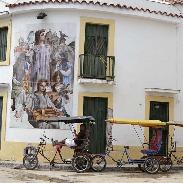 Es normal ver en las esquinas de La Habana (Cuba) triciclos que son utilizados como medio de transportes. #all_my_own #agean_fotografia #canon_official #d3100 #estaes_america #fotosnomadas #ig_bolivar #ig_worldclub #ig_americas #instatravel...