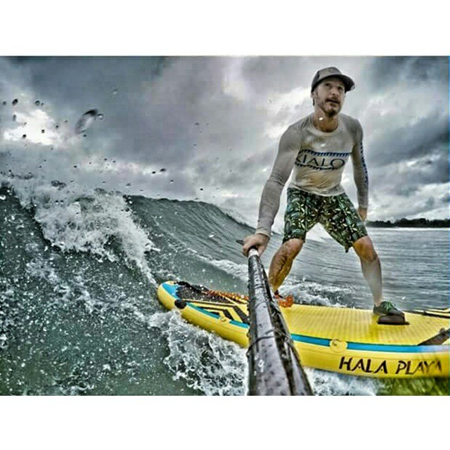 #halagear athlete @suppaulclark  surfing it up on the #halaplaya in #panama . Check out his feed for more amazing pictures. #adventuredesigned #sup #supsurfing  #supeverydamnday #surfing #theweeklyinsta #standuppaddle #paddleboard #stand_up_paddle...