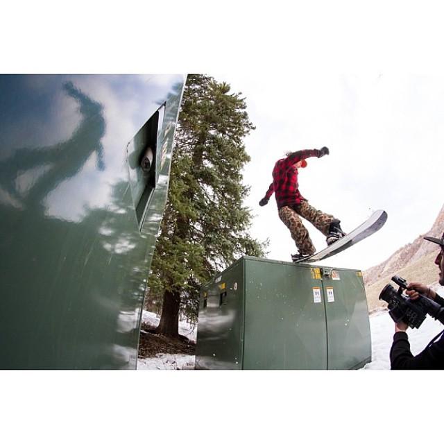Mientras tanto, en Aspen, @manu_dominguez aprovechando la ultima nevada.