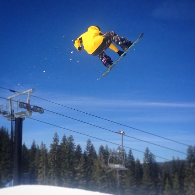 @patrickpitter @borealmtn #mutegrab #jumpline #neffpark @adidaseyewear @moreboards