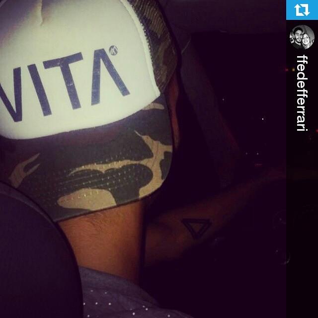 #Repost de @ffedefferrari rockeando su Normandía! ・・・ #VitaCaps #VITA #Normandía
