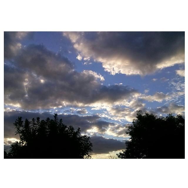 .Con un poco de luz y agua, todos los días se forma una obra de arte distinta. #ph #atardecer #tramonto #sunset #otoño #autumn #cielo #sky #amazing