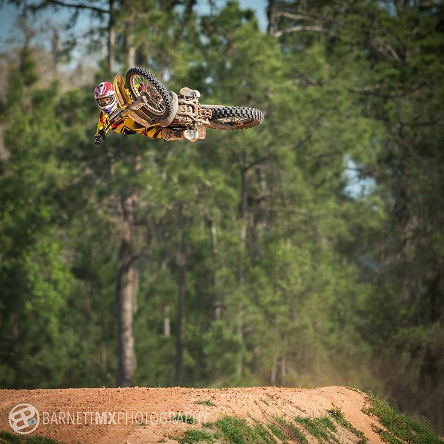 A while back when I finally started getting comfortable again.  @barnettmxphotography @whatthefett #whip #flat #motoisthebest @ride100percent @fmf73