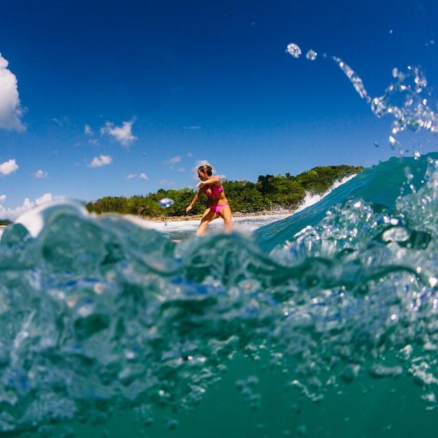 Waaaahooo it's da wkend! #Vieques #PuertoRico protected by natural sunscreen @surfmud Photo by @hisarahlee