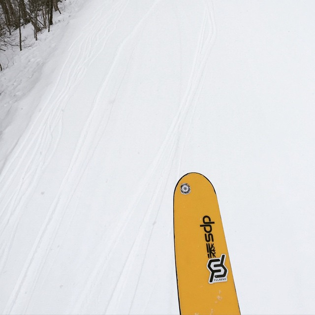 Surprise #freshies with @drausch1976 & @valleybikeandskiwerks #powder #JustSendIt #ilovermont #hermitage #hall&oates @mattyhorn #skiing #dpsskis #sendit #skitheeast