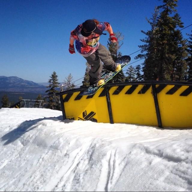 @lallylallybostonsteve #frontside #tailslide #c-rail #270out @skinorthstar #snowboard #sptpark