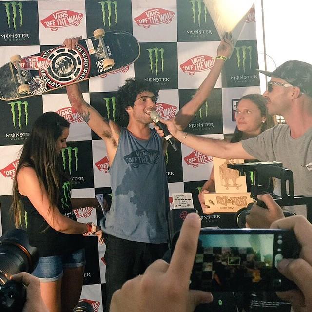 @dariomattarollo campeón del #ReyDereyes, el campeonato de skate más pesado de chile. La bestia terminó 1 en bowl y 4 en street.