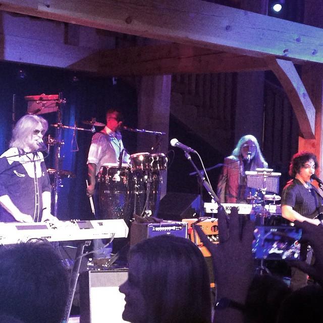 Thanks for a great night @mattyhorn @drausch1976 with #hallandoates @johnoatesofficial #hermitage #ilovermont #JustSendIt @kateemcneil @valleybikeandskiwerks