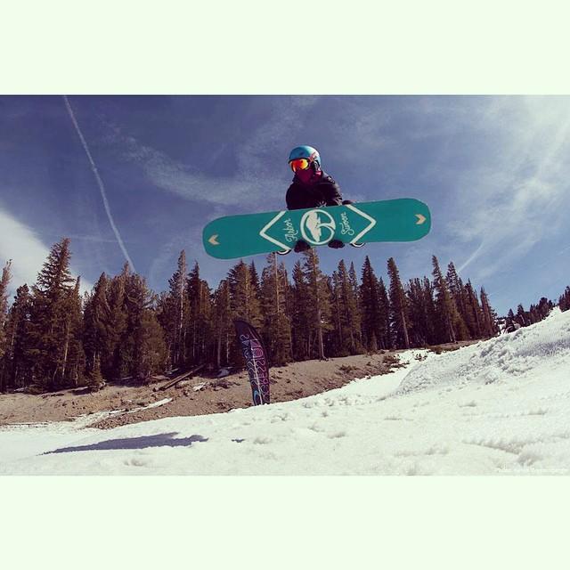 @taratatethegreat mid-air yoga #snowboarding #mammoth #doubleroastbeef #girlswhoshred #xshelmets #skatebikeboardski