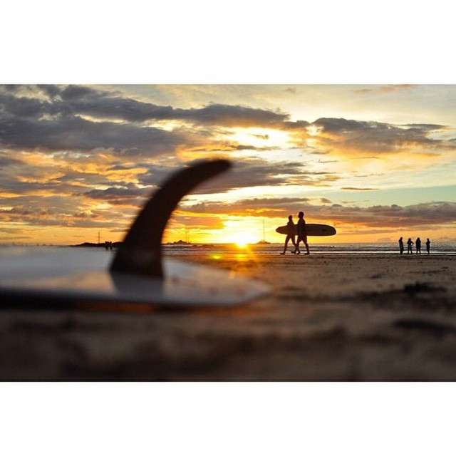 Magic hour c/o of our own @sambatothesea #thisiscostarica #puravida #magichour #surfeveryday #miolagirls