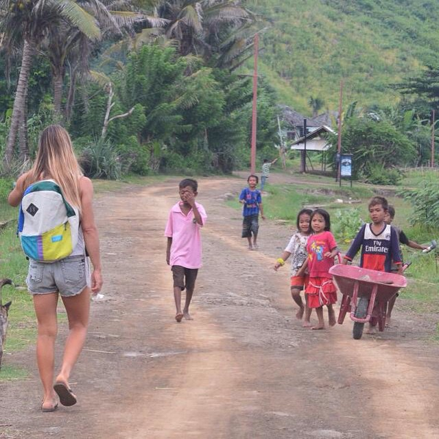 Listen to the kids on shred // #travel #cuttingthewind #sailpack  ph: @agustinacerruti in Lombok