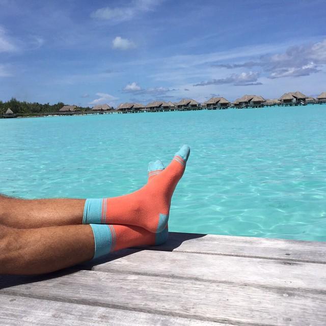 Estas Suarez arrancan el lunes desde Bora Bora. Vos en la oficina? Tranqui, es corta la semana #LunesConOnda #socks #style #borabora #MediasConOnda
