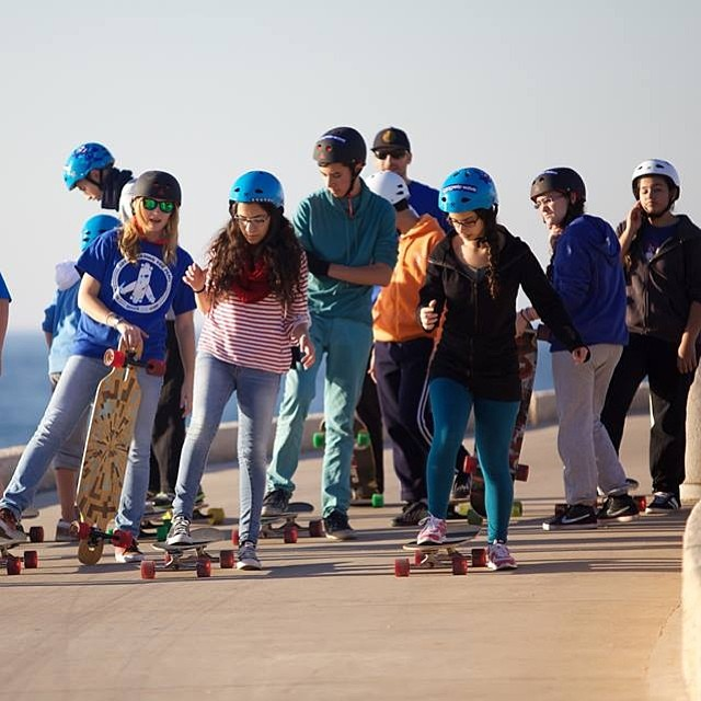 LGC #Israel joined forces again with @longboard4peace & The Peres Center for Peace, this time gathering Arab & Jew kids through #longboarding. Read the story by ambassador @KatyaKrasner & amazing photos in www.longboardgirlscrew.com Be the change you...