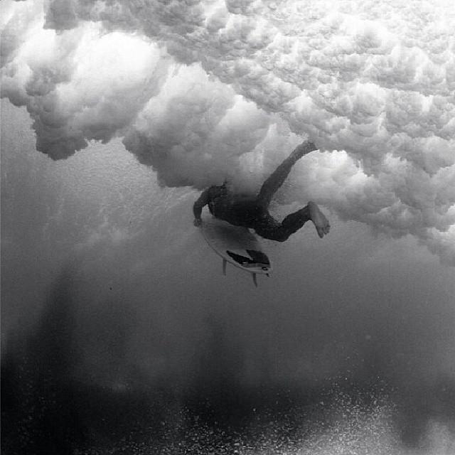 Gran foto de @leilahurst  #surfvans #surf #surfboarding