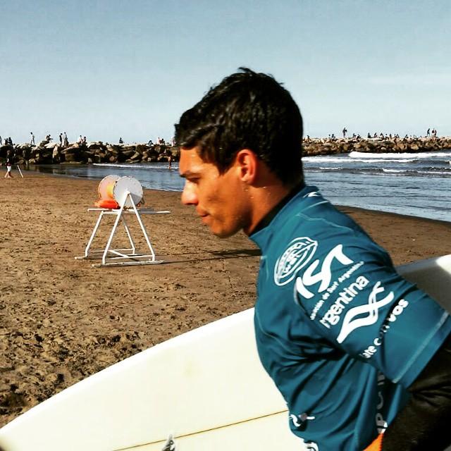 Competidor del Rip Curl Pro Mar del Plata - Argentina #CONTEST #SURF #ARGENTINA #RIPCURLPRO #POWER #SURFING #TRANKASTYLE #CONEXIONNATURAL #KNEWTON