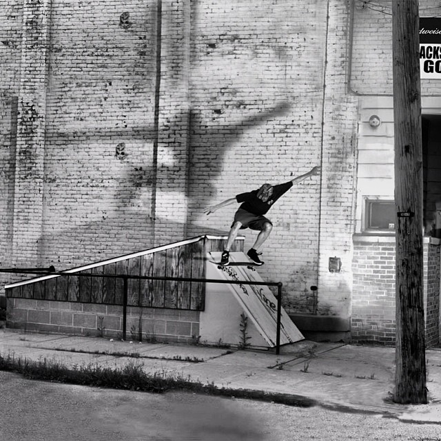@thrashley_photo from  #issue29 #steezmagazine #background #chadfabrizi #skate #chadfabrizi #wallie