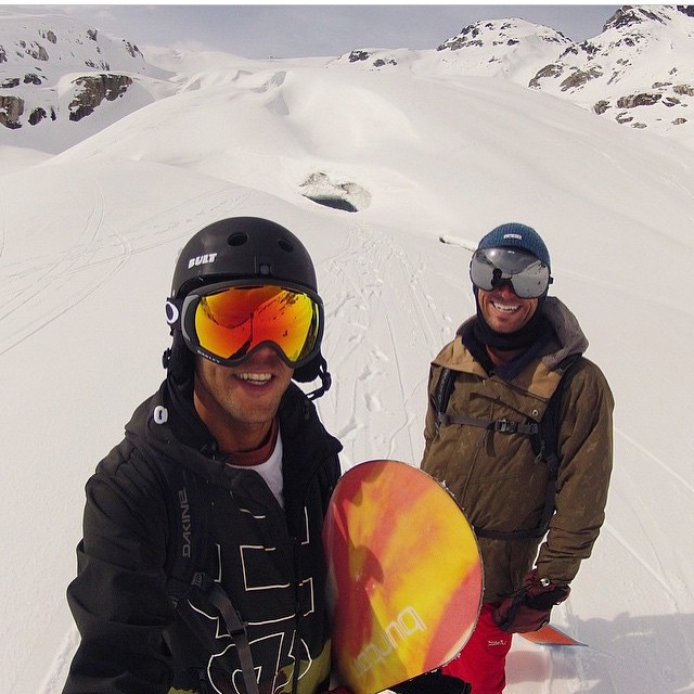 Heli-ski Pow runs with @adamiration ⚡️❄️⚡️ #bulthelmets #snow #ridethelightning #iration #snowboard