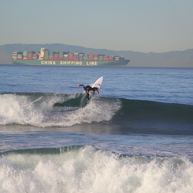 @nick_molde pointing the way for the China Shipping Line. #getcrackin Nick's riding a #rustysurfboards with #hydroflexsurfboards  technology. Oh yeah, and when Nick is relaxing after some cracks, he likes to have ulu LAGOON to make the memories smell...