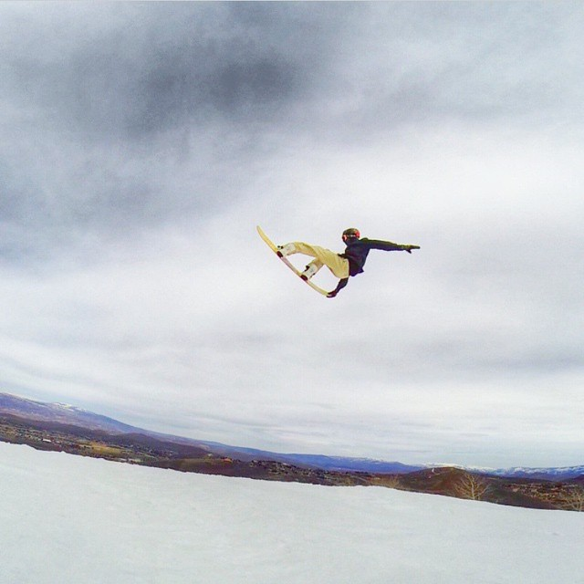 AV7Renegade @jah_he getting it done in the sun! #avalon7 #snowboarding #liveactivated #av7renegades www.avalon7.co