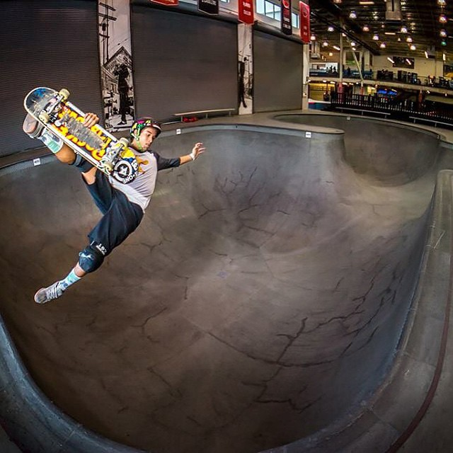 @heimanareynolds wears the S1 Lifer Helmet  Regram @properrideshop Photo: @jagrivera #frontsideboneless #vanspoolparty2015 #s1helmets #skateboarding #combipool #vans #vansskatepark #heimanareynolds #skatehelmet #liferhelmet #inthecorner #bowlandvert