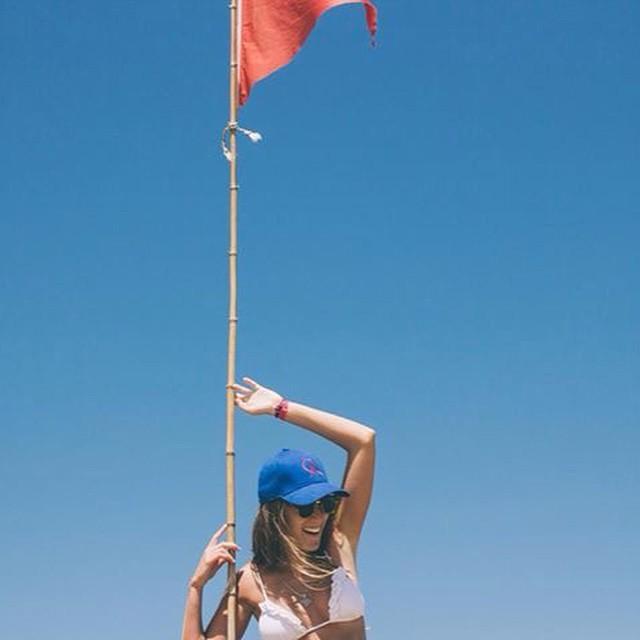 ¡Plantemos la bandera de fin de semana largo y arranquemos! #QALife #QuienSabeDeActitud www.QA.com.ar PH: @zuccvic