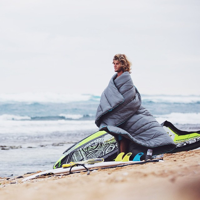 2x World Champ kitesurfer @jessetherichman stays warm between sessions at his home beach in Maui. Check out Jesse's full profile on our blog, this dude gets pretty rad!! #gorumpl