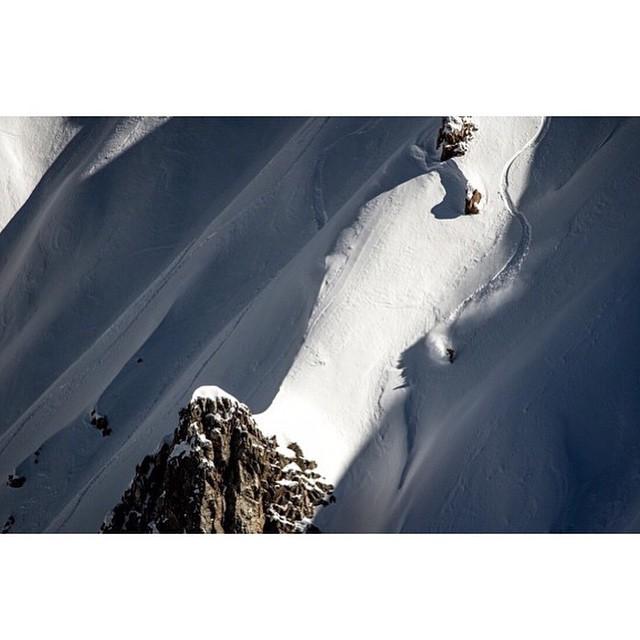 Hay montañas que conquistar... Cae en la #intoxicaciónespiritual @tomimateri #TrueToThis #VolcomSnow