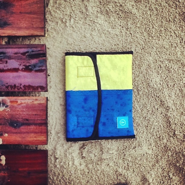 #minitech . #ipad SLEEVE GETTING #RAINPROOF , neo-tech. Vamos al agua igual! #lluvia #atlantico #windsurf #recycle www.mafiabags.com