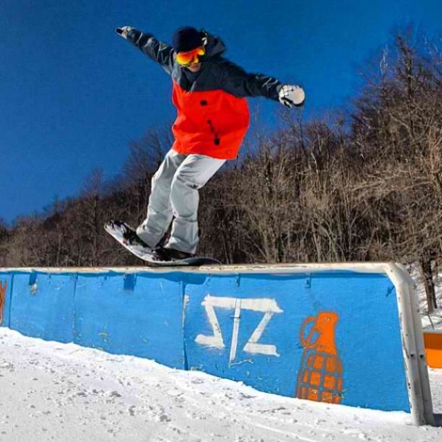 Dreaming of bluebird days and non sub zero temps... Oh well better bundle up, still shredding. Solid press by @whocutthechez on one of our favorite rails last year. #doublebarrel #shotgun #nosepress #stzlife #snowboard #happyshredding