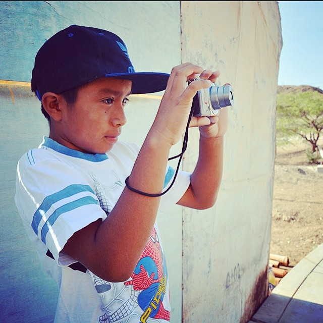 We're back in photo class! This month we are documenting the effects of El Niño in the Lobitos community! /// Julian seen here tomando fotos ||| Gracias equipo! @lobitos_cinema_project @nojotochop @heplobitos @proyectoiris @wavesfordevelopment ///...