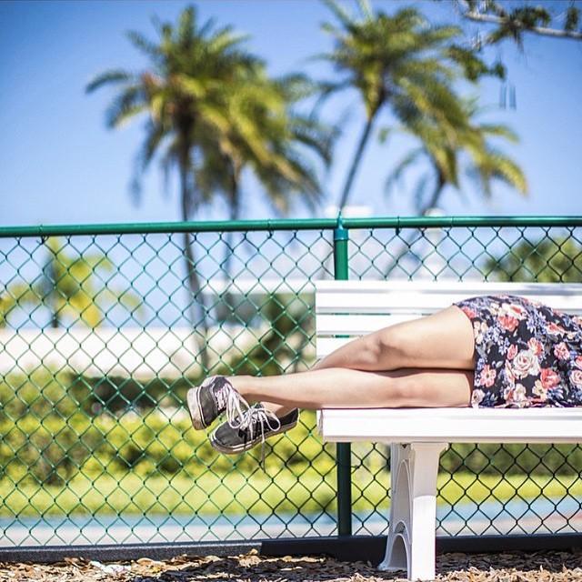 Lindo día para estar echados bajo el sol. #vansgirls #authentic