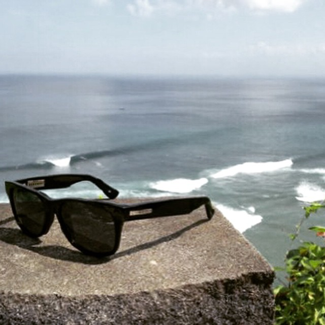 Big Risky Friday all the way from Bali, work sucks. #hovenvision #neversettle #bali #sunglasses #uluwatu #surf #beach #ocean #waves #paradise #tgif #friday #happy