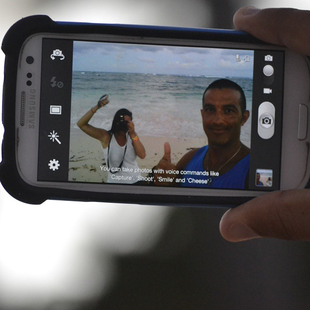Una tarde experimentando otro tipo de selfie... solo costo el enfoque pero salio. #agean_fotografia #all_my_own #bestofday #beachlife #beach #selfie #selfietime #ok #nikond3100 #s3 #otroangulo #vacaciones2014 #enjoylife #playa #marcaribe  #igs_photos...