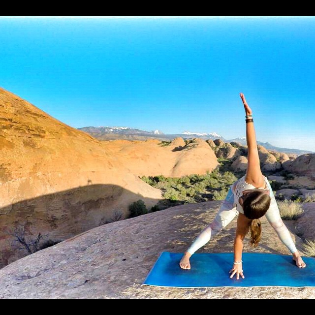 Unwind your Roots, twist it out and fly! @moab30dyc yoga challenge! #30dycmoab @teekigram @lululemon #teekigirl