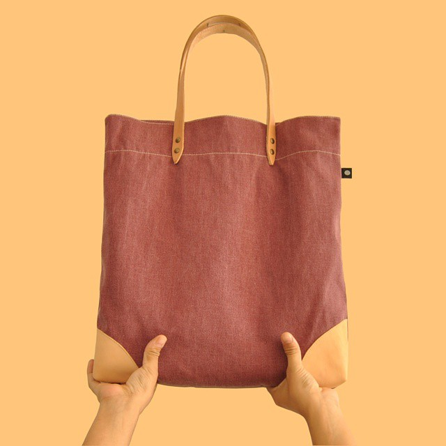Levanta los brazos & be happy Raise your arms #sientobags #totebag & #lifestyle  #markettote #design