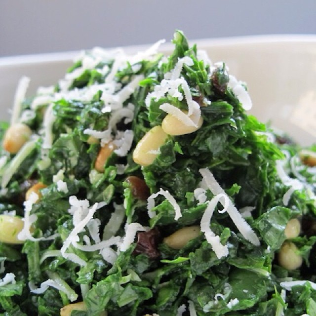 TASTY TUESDAYS // Honey Kale Salad #Kale is one of our favorite #superfoods so we try to work it into anything we can, and this DELISH mountain of goodness called the Honey Kale Salad is SO GOOD we can't even handle it.  This super easy, 10 minute...