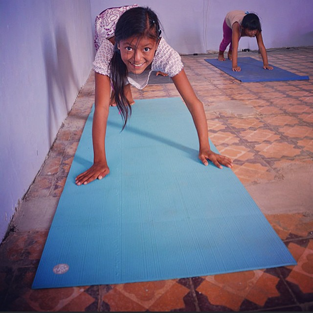 Yoga is a popular tourist activity here in Lobitos... Now the local kids have an opportunity to practice too! Muchas gracias @mandukayoga for donating some pretty epic mats for us to use and @kiddingaroundyoga and Leah with #yogadesert for making these...