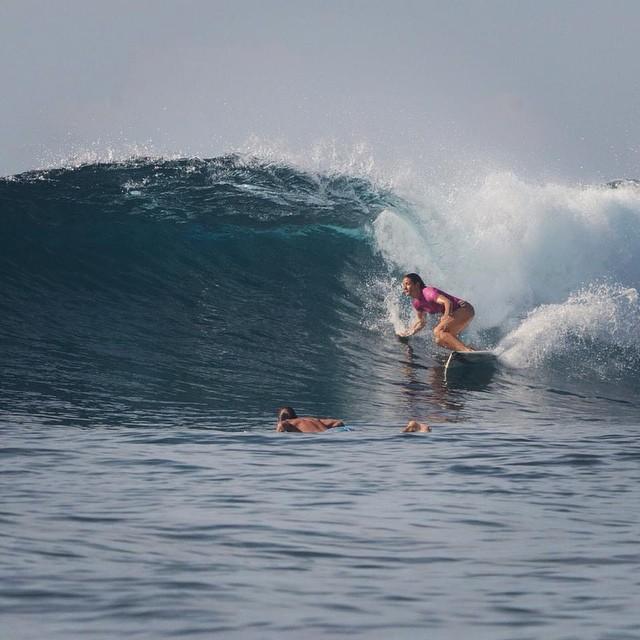 Paraíso del surf: @agustinacerruti disfrutando las olas de Indonesia. #soul #surfing #travel #indonesia #teamreef #reefargentina