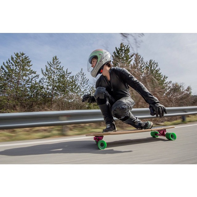 Go to longboardgirlscrew.com and check Basque Country rider Ainhoa Loidi's new video. Shot by @mikelechegaray & Ruben Otero.  We love this lady shredder!  #longboardgirlscrew #womensupportingwomen #girlswhoshred #ainhoaloidi #basquecountry