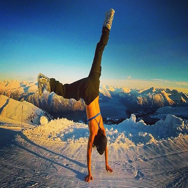 Dreaming of sandstands in MI OLA's PIN UP TOP... while doing handstands in the snow