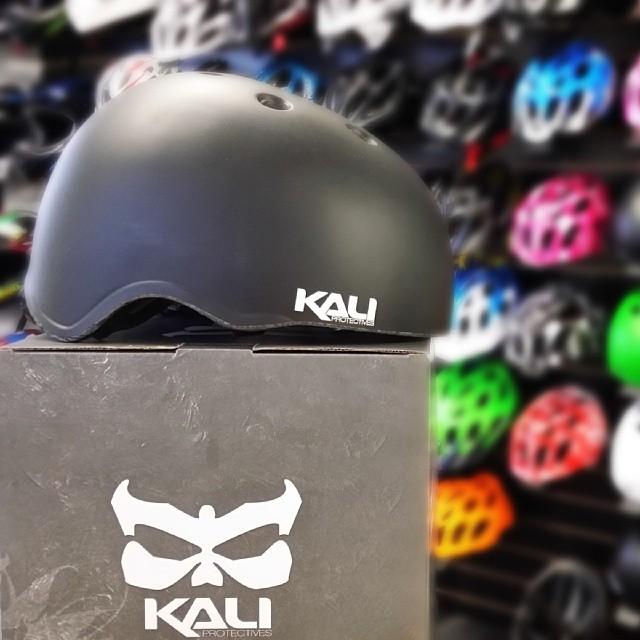Have you seen our new SAMRA Solid Black? #kaliprotectives #kalipro #kali #samra #dirtjump #bmx