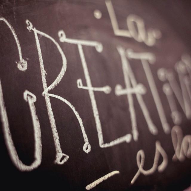 La creatividad es la inteligencia divirtiéndose. #TheQALife #ActitudQA www.QA.com.ar