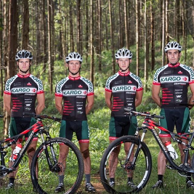 Great shots of Team Kargo Pro MTB Team sporting their Kali MARAKA helmets! PC: Darren Goddard! #kali #kalipro #kaliprotectives #kaligear #kaliathlete #kalihelmets #maraka #zonewhite #supervents #compositefusionplus #carbon #protectivegear #bike #mtb...