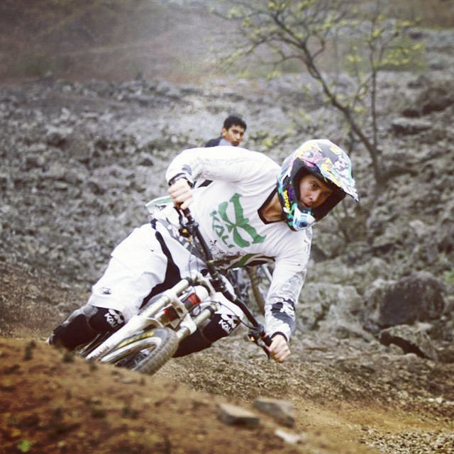 Sebastian Villegas practicing in Peru for his next race! #kali #kalipro #kaliprotectives #kalihelmets #kaligear #protectivegear #helmets #fullface #avatar2 #dh #downhill #kneepads #aaziskneeshinguard #kalijersey