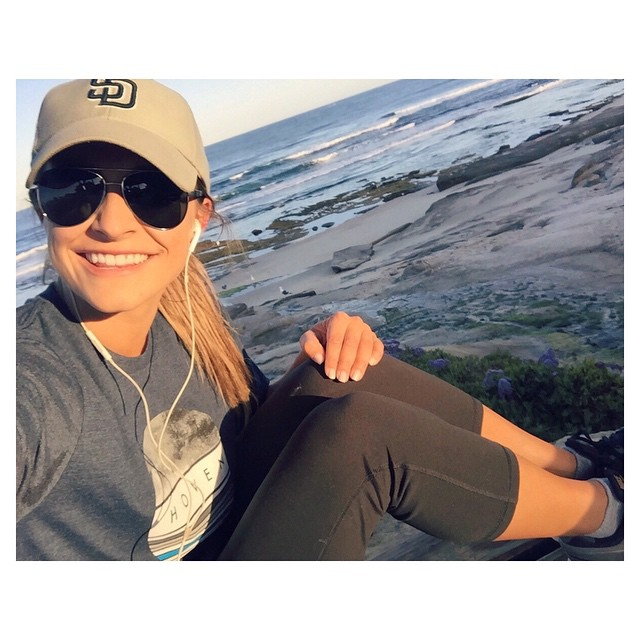 Rise and shine SAN DIEGO! It's #SDOpeningDay! Starting the morning off right with a beach run in La Jolla with my #hovenvision Deweys, duh! ☀️⚾️