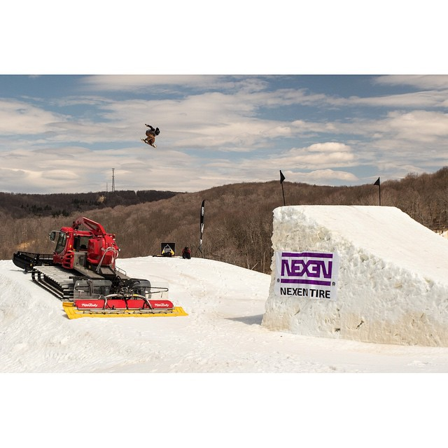@shredwise sending it into the stratosphere on one of #Superpark19 's booters. High energy with the crew and @snowboardermag . @ride7springs |