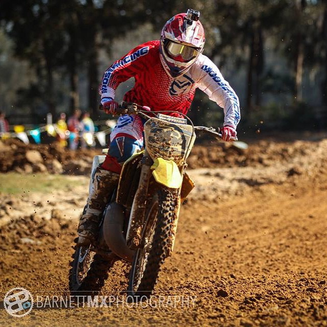 Coming in hot!! @barnettmxphotography #barnettmxphotography #moto #motocross #gopro #squating #racing #noenginebreakingsucks @officialmooseracing @wolftrainingacademy #wolftrainingacademy